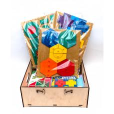 """Комплект к программе по сказкотерапии для младшего дошкольного возраста (программа + USB-флеш + игры) в  упаковке """"Сундучок"""" (дерево) (3-5 лет; на группу 10 человек)"""