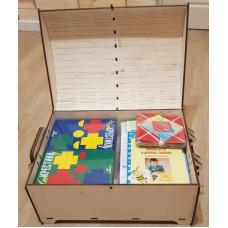 """Комплект к программе по сказкотерапии для старшего дошкольного возраста (программа + USB-флеш + игры) в упаковке """"Сундучок"""" (дерево) (5-7 лет; на группу 10 человек)"""